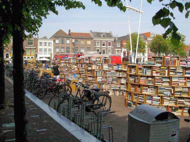 Biblioteca all'aperto a Leiden, Paesi Bassi