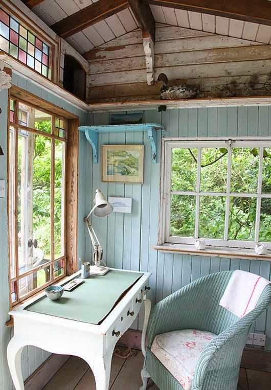 studio con finestre sul bosco
