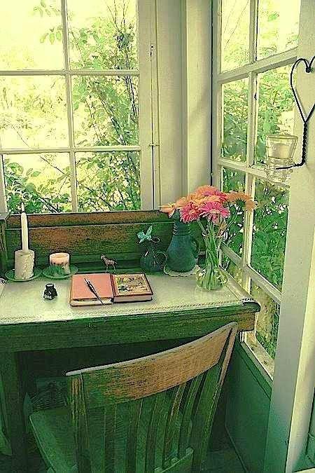 scrivania a contatto con la natura