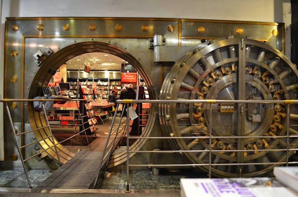 Virgin Megastore Bookshop, Parigi. Un tempo era il caveau di una banca.