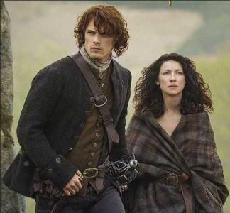 Jamie e Claire, protagonisti dei romanzi di Diana Gabaldon, nella serie TV Outlander