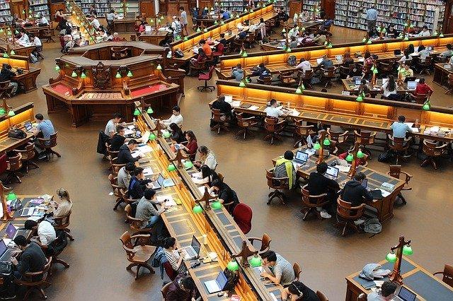 Scrivere per lettori come questi, seduti alla Trobe Library di Melbourne.