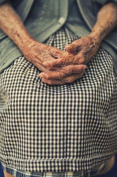 Non solo coronavirus! Gli altri problemi esistono ancora, come quello degli anziani negli ospedali.