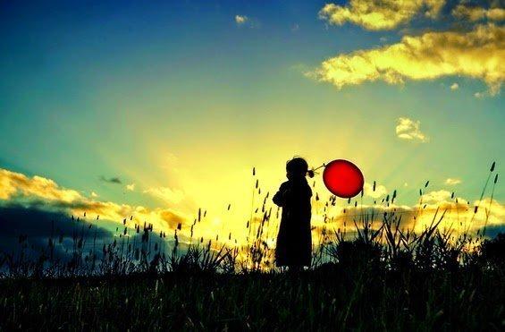 Per raccontare la felicità, spesso si pensa ai bambini.