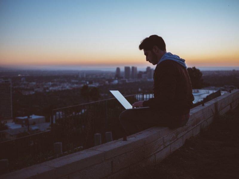 Internet ci ha cambiato la vita. Essere blogger nel 2020 è un piacere e una sfida.