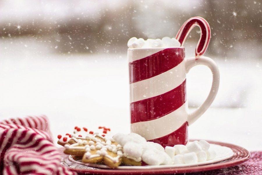 Chiacchiere di Natale con cioccolata calda.